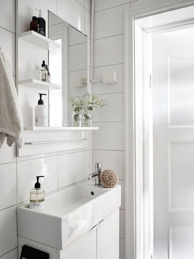 7 Ways to Maximize the Space in Your Small Bathroom Layout - Small Bathroom Sink