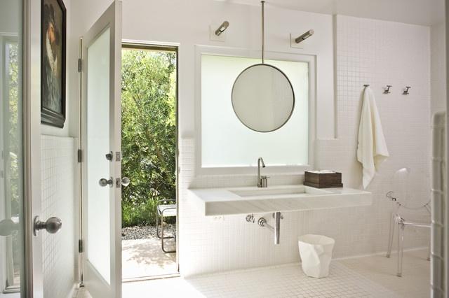 Suspended bathroom mirror