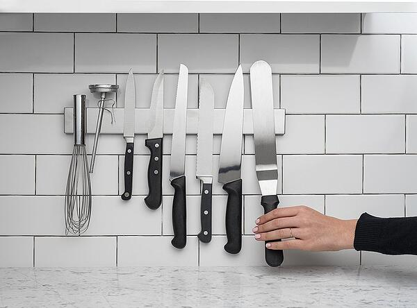 7 Simple Kitchen Ideas for a Beautiful Minimalist Home - Display Knives