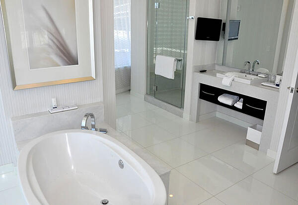 How to Create a Beautiful Hotel Bathroom at Home - Aria Sky Suite Hotel Bathroom