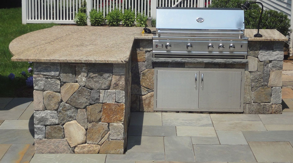 5 Essentials for the Perfect Outdoor Kitchen - BBQ Island
