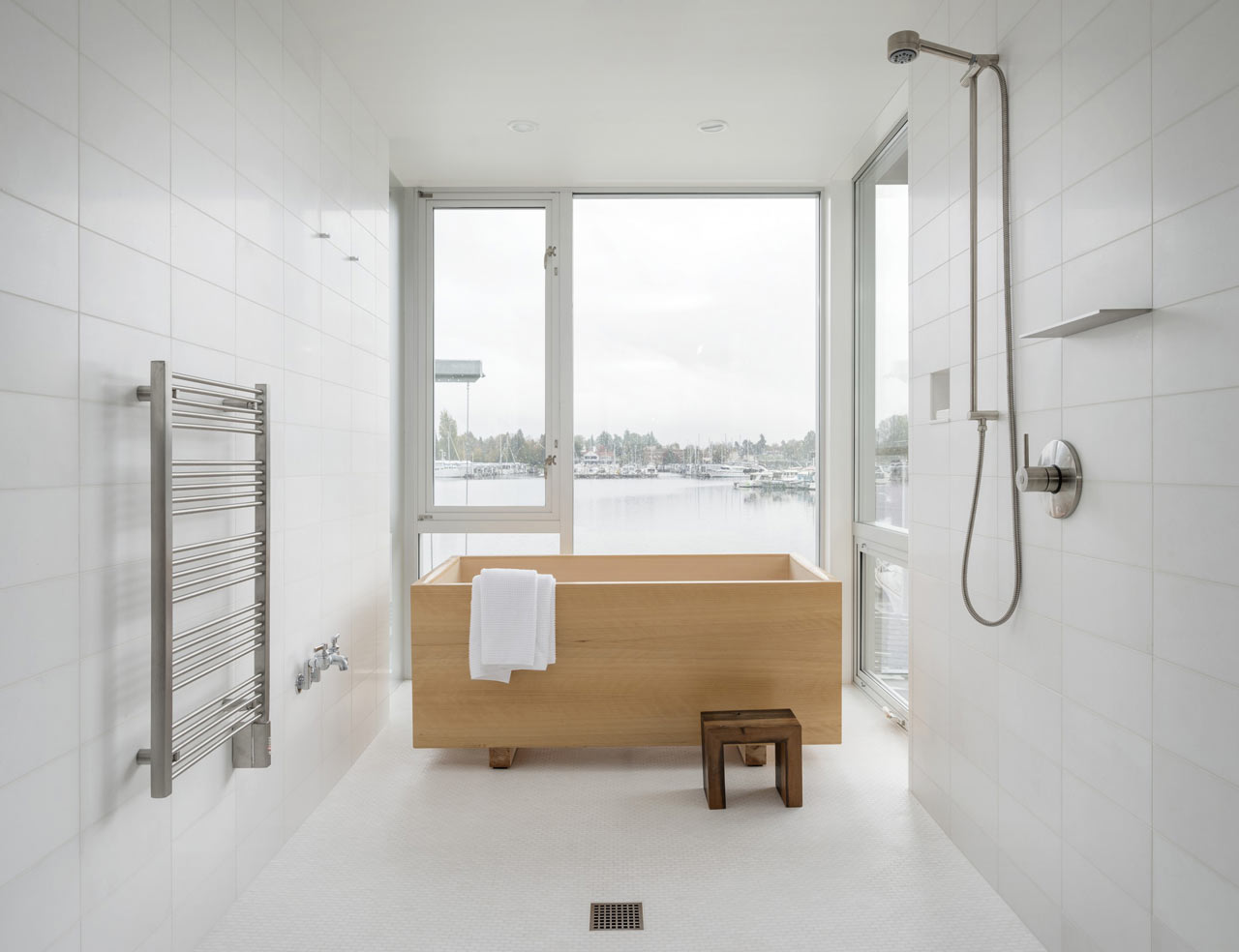 6 Easy Ways to Clear Out Bathroom Clutter This Weekend - Choose Minimalist Decor