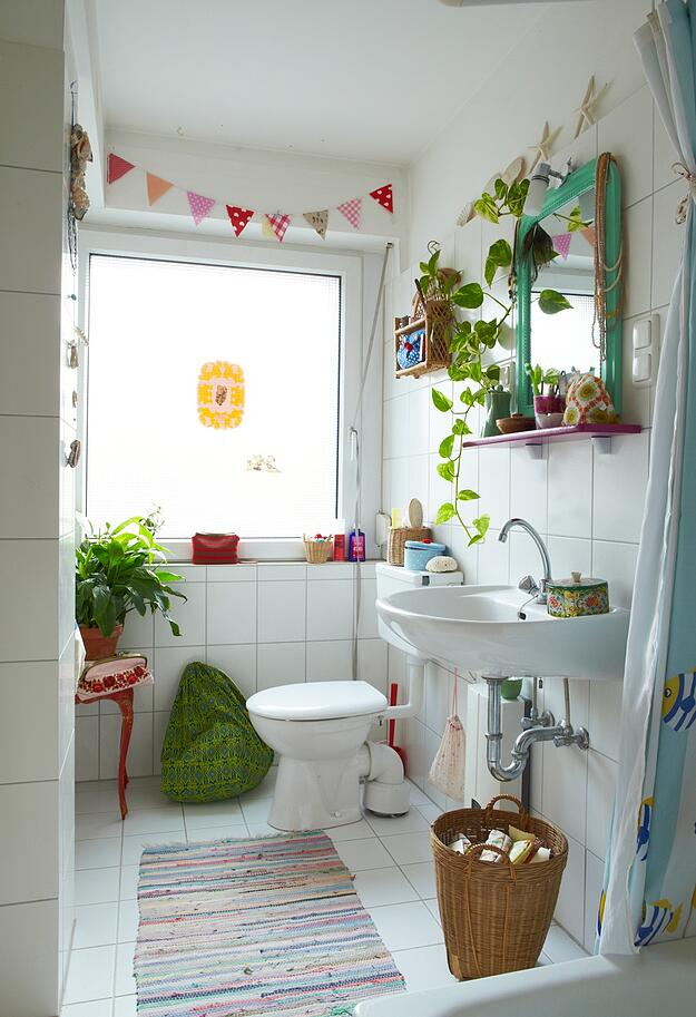 How to Make a Small Space in Your Home Feel Bigger - Small Bathroom