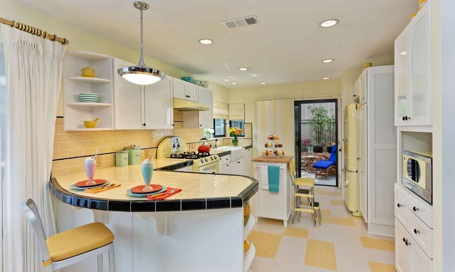 Kitchen Tiles - How to Use Them in Your Home - Retro Tiled Kitchen Countertops