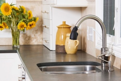 A-kitchen-sink-backsplash-can-look-classy-and-be-functional_16001529_40042922_0_14105611_500