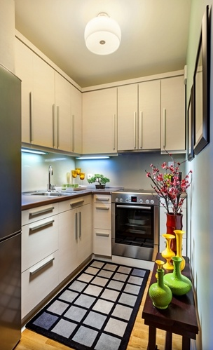 A-small-kitchen-space-painted-white-can-help-it-seem-larger-_16001529_40043066_0_14108988_500