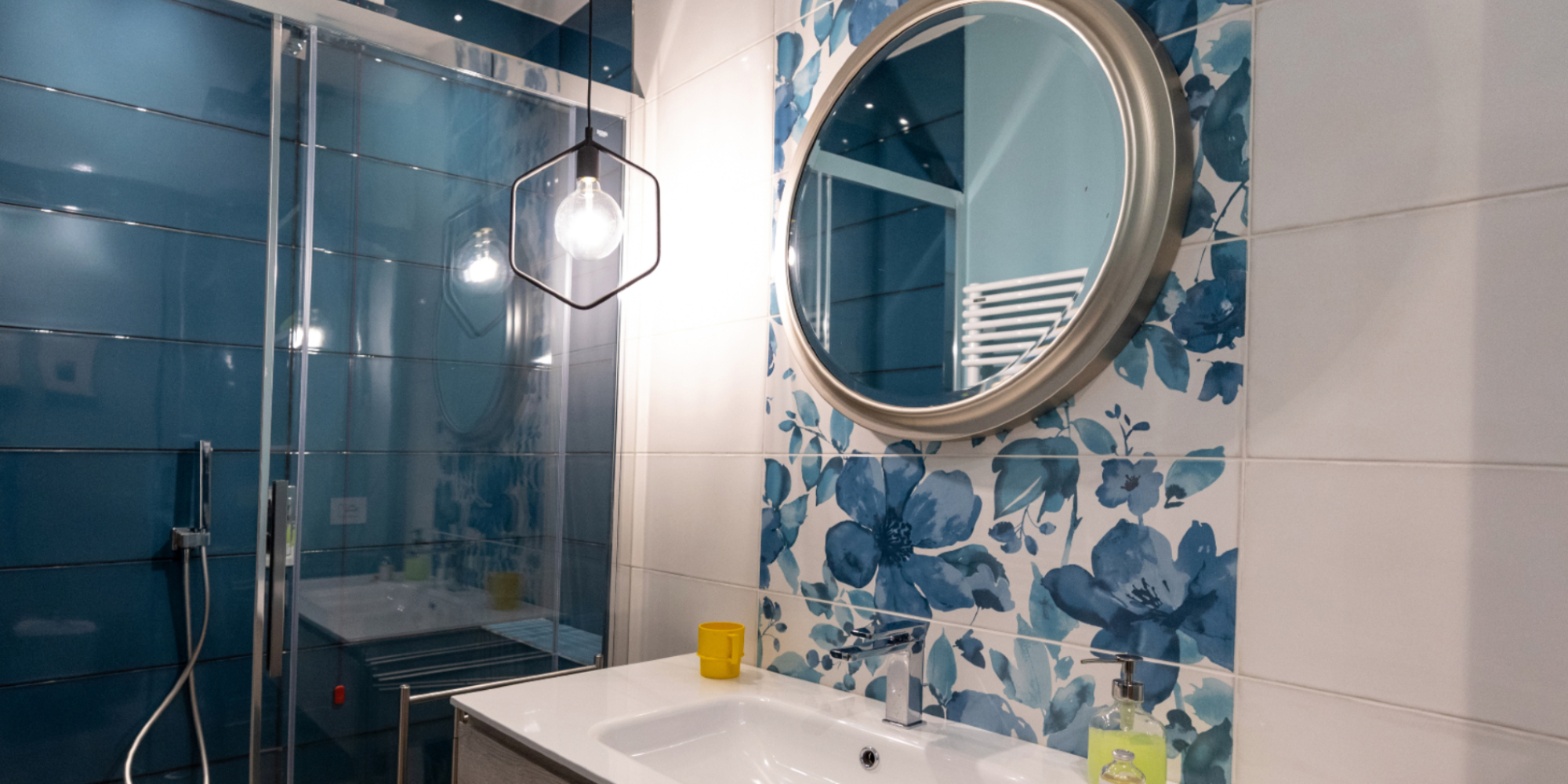 Design Trends 2020 wallpaper and tile in bathrooms