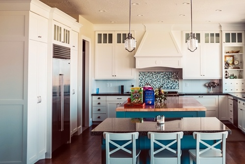 Time-to-redo-the-kitchen-Add-some-bold-colours-to-make-it-stand-out-_16001529_40043654_0_14139609_500