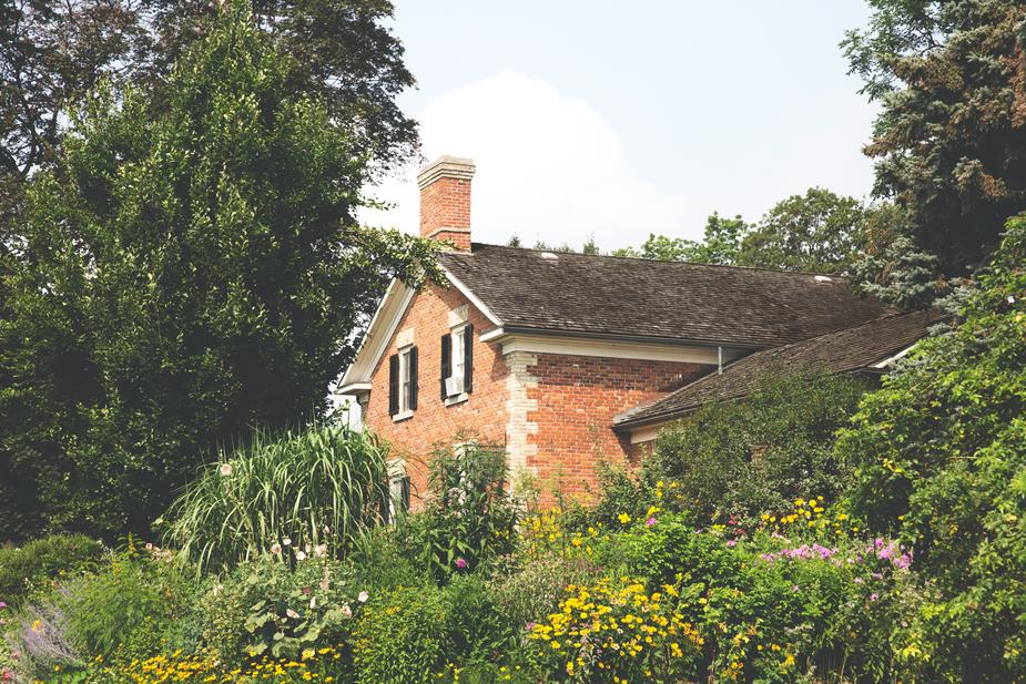 country-house-with-garden_925x